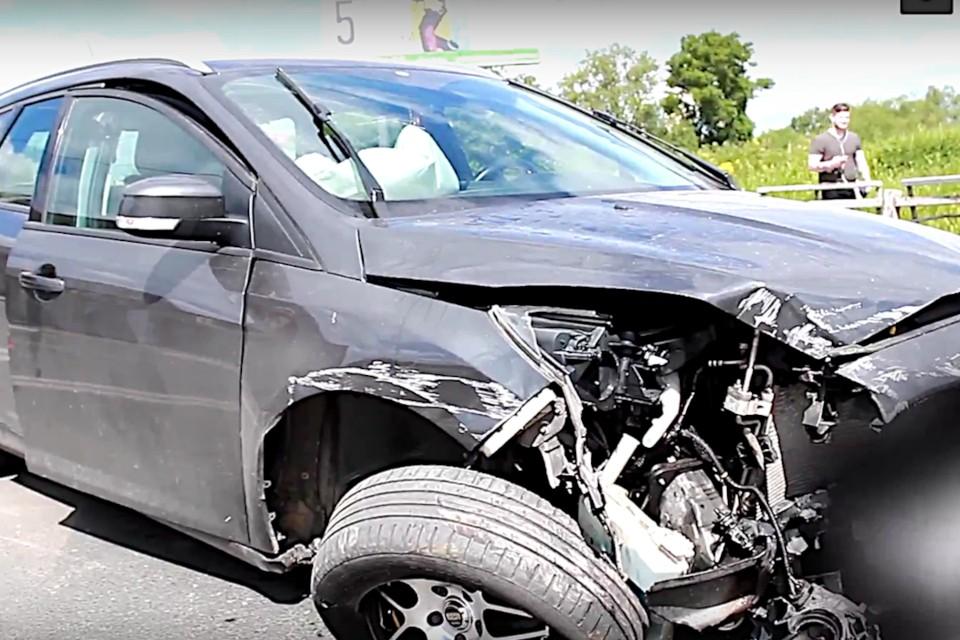 Нетрезвый водитель в Твери врезался в пешеходное ограждение. Фото: принтскрин видео пресс-службы ГИБДД по Тверской области.