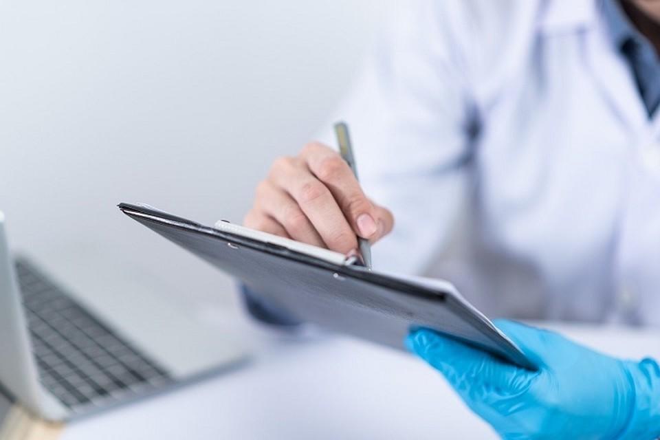 Уже начиная с первого июня медицинские организации обязаны будут выдавать казахстанцам по их требованию бумажную справку о получении вакцины против COVID-19.