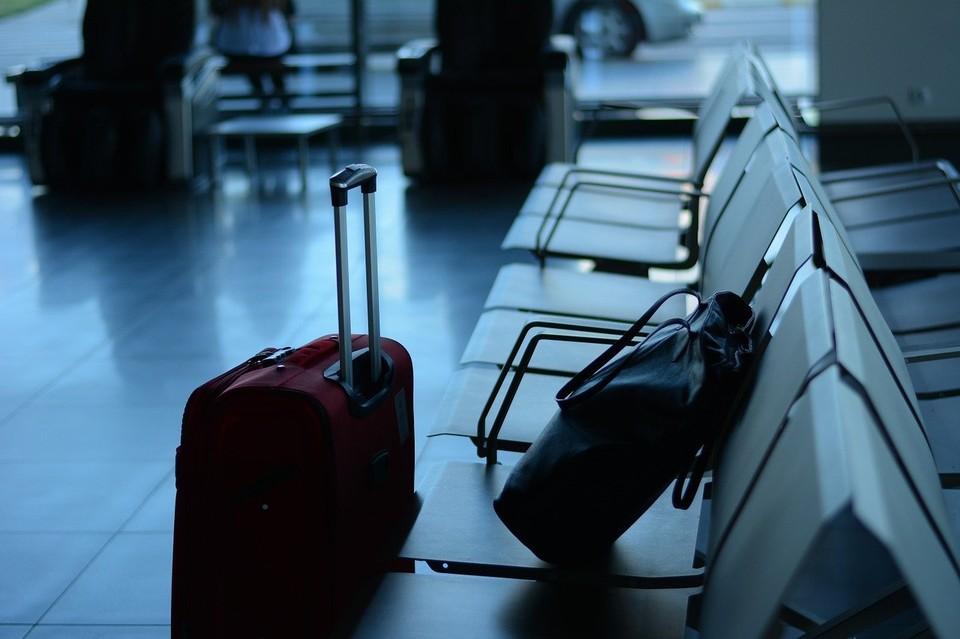 Иностранцам, находящимся в нашей стране, сроки разрешительных документов которых истекли или истекают, необходимо обратиться в миграционную службу.