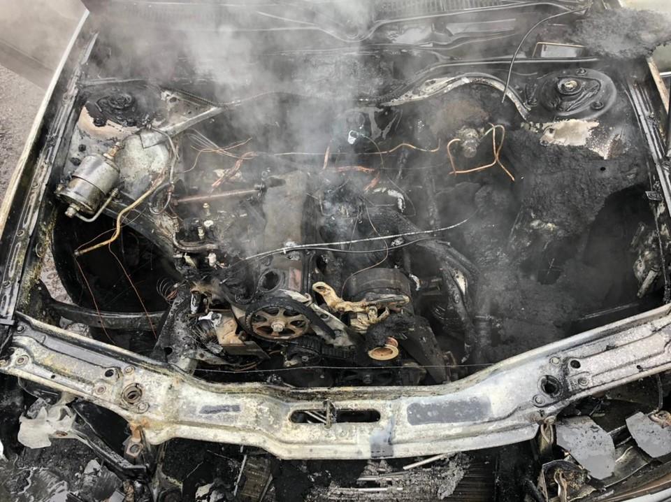 В иномарке выгорел моторный отсек и передняя часть салона
