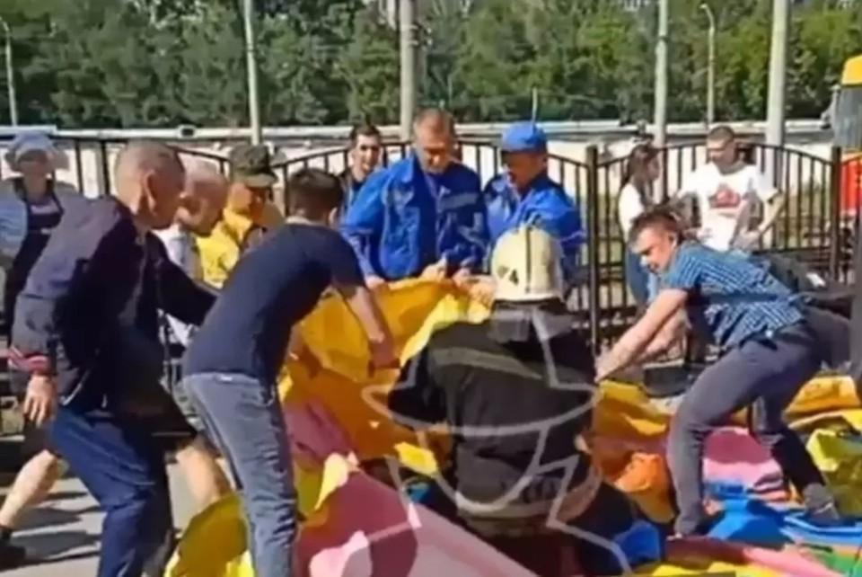 "Скриншот видео из паблика ""Инцидент Барнаул"" ВКонтакте"