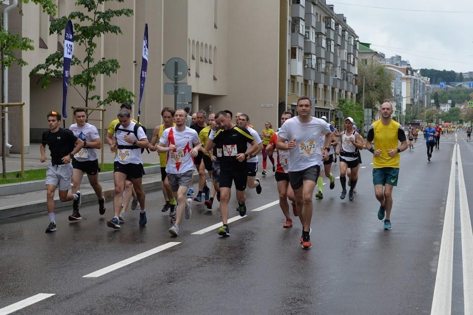 Участники преодолели четыре дистанции разной сложности – один, пять, десять и 21,1 километров.