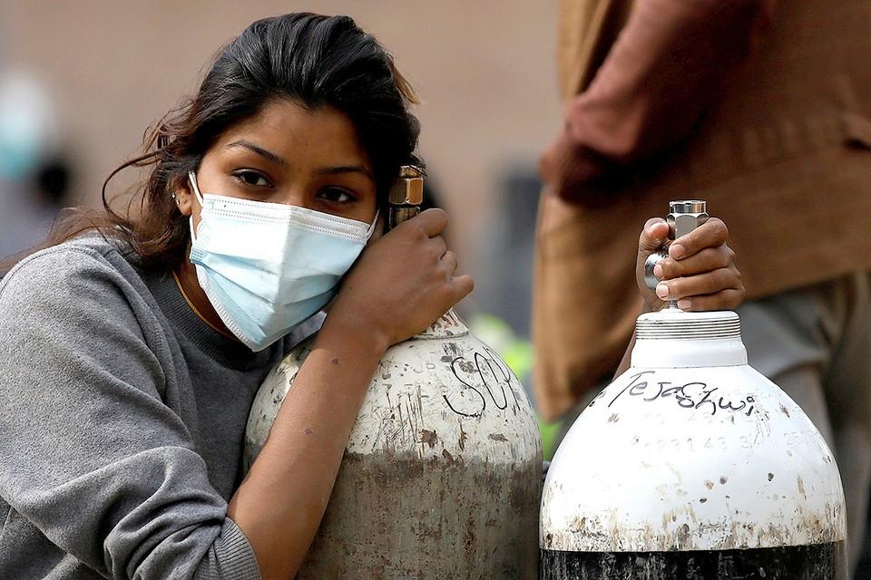 Индийские власти идут на крайние меры, чтобы обуздать коронавирусный кризис.