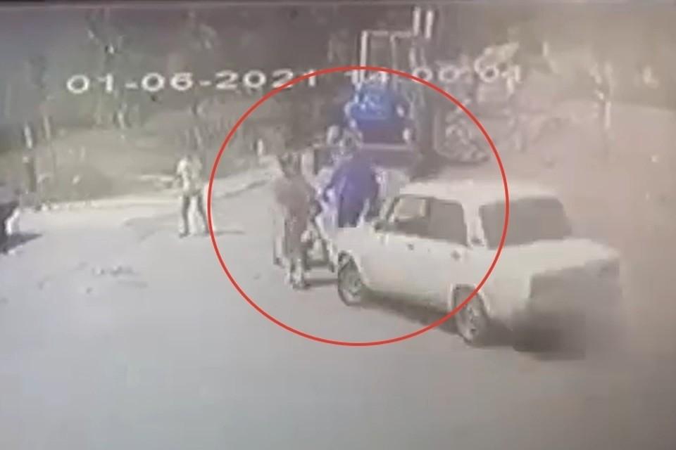 Скрин-фото: видео с камеры уличного наблюдения