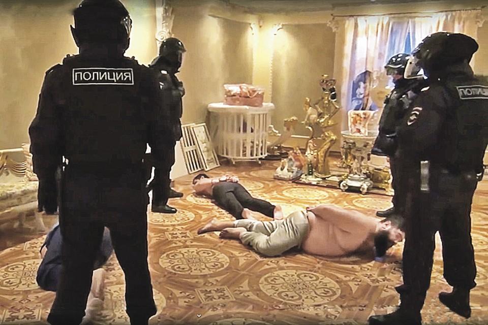 Главарей банды взяли в доме цыганского барона. Фото: МВД России