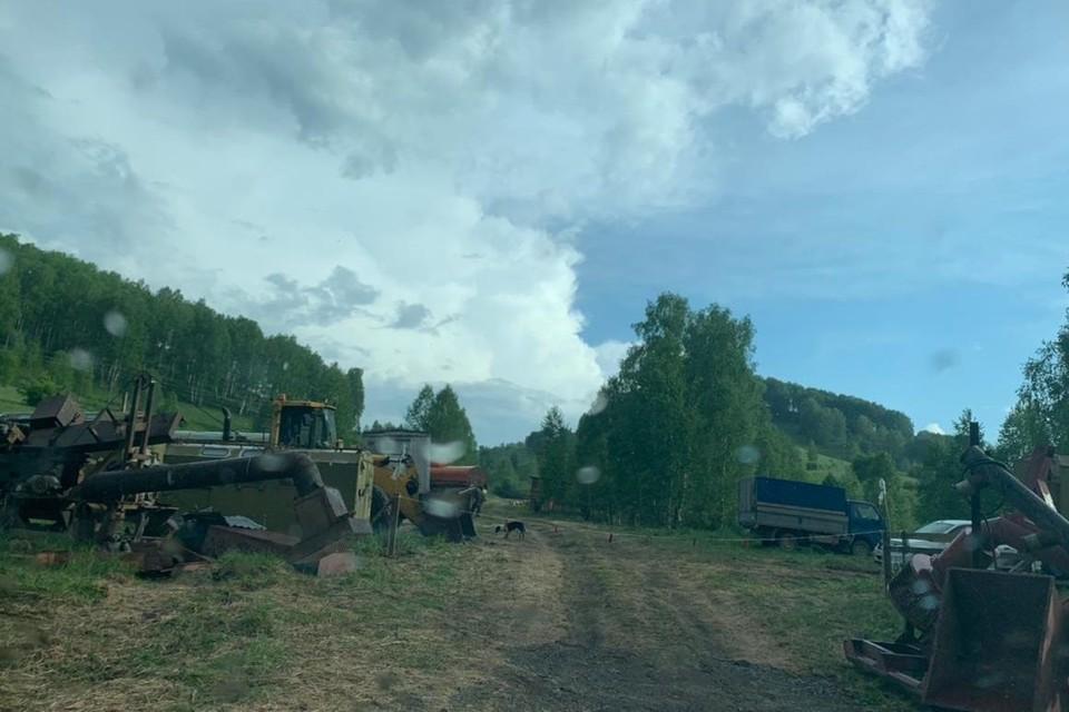 Неделю назад на реке Солонешной появилась спецтехника и бытовки для рабочих