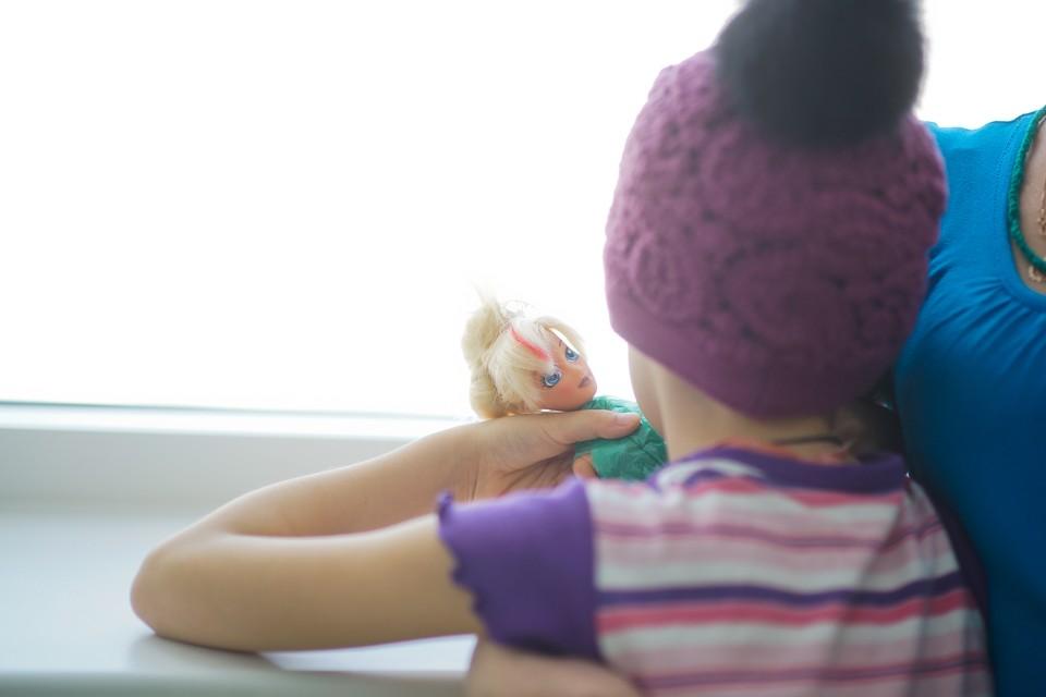 У девочки несколько дней держалась высокая температура, болело горло, но волновалась за нее только учительница музыки
