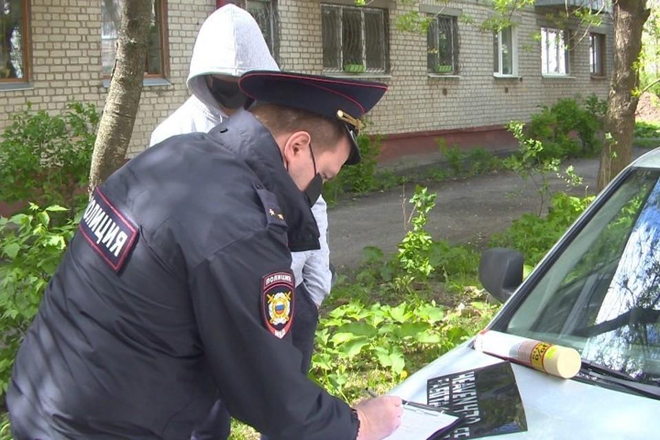 В Брянске 19-летнего парня задержали за рекламу наркотиков на стенах зданий.