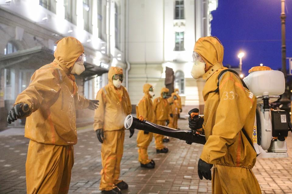 В России выявили более 1 тысячи случаев заражения новыми штаммами коронавируса.