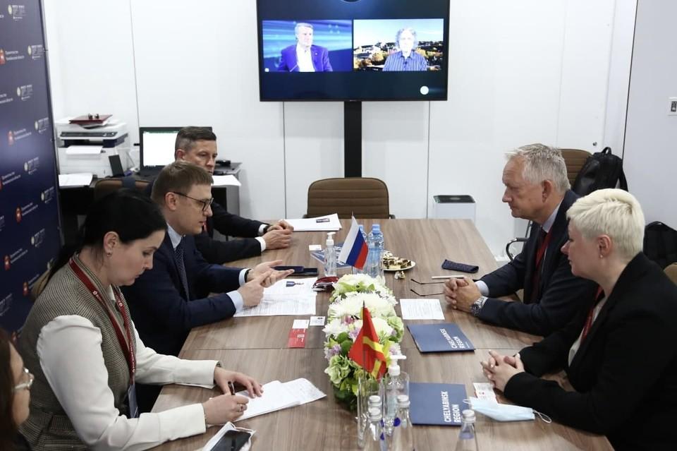 На ПМЭФ-2021 Текслер провел переговоры с ведущим производителем стройматериалов. Фото: gubernator74.ru
