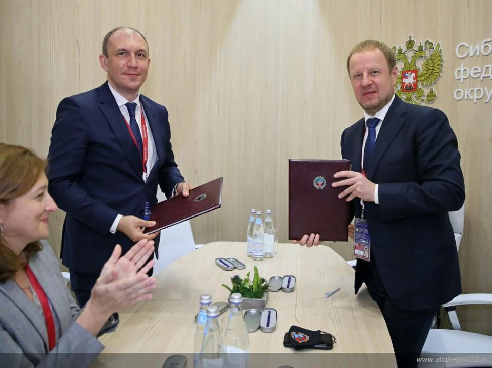 Документ подписали губернатор Виктор Томенко и исполнительный директор компании-инвестора