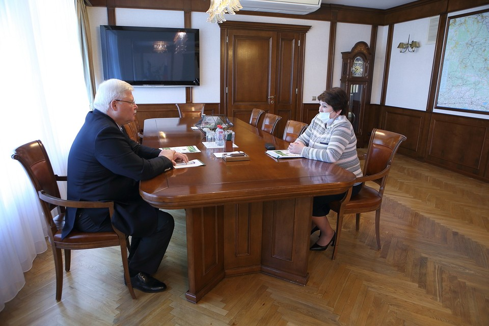 На встрече Ирина Сиберт рассказала губернатору о ключевых итогах развития Первомайского района за последние пять лет.