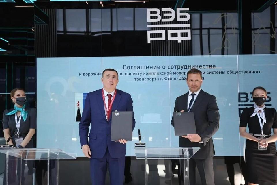 Губернатор Сахалинской области Валерий Лимаренко и заместитель председателя государственной корпорации развития Олег Говорун
