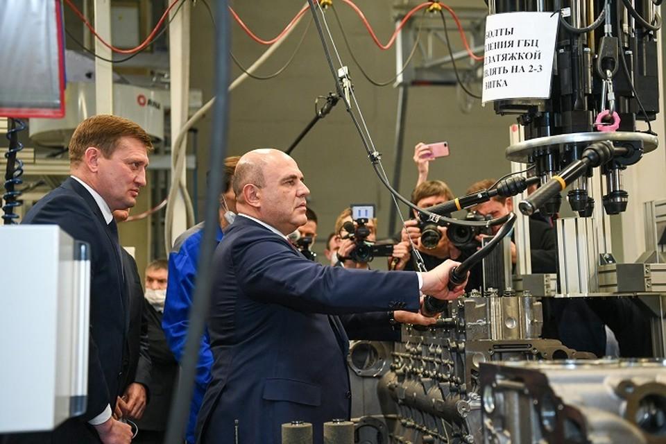 После совещания Мишустин отправился в рабочий цех. Фото: пресс-служба президента Татарстана