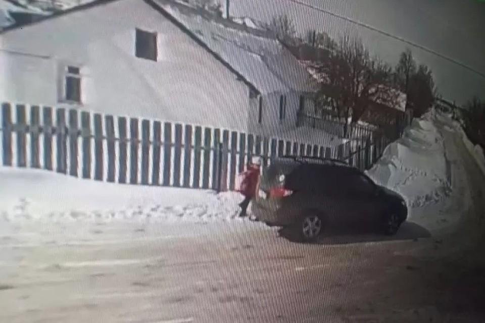 Похищение школьницы попало в объективы камер на кондитерской фабрике