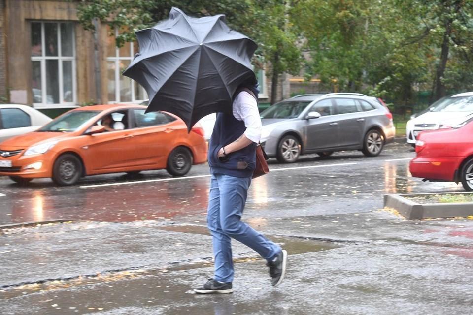 В городе будет сильный ветер и ожидаются кратковременные дожди.