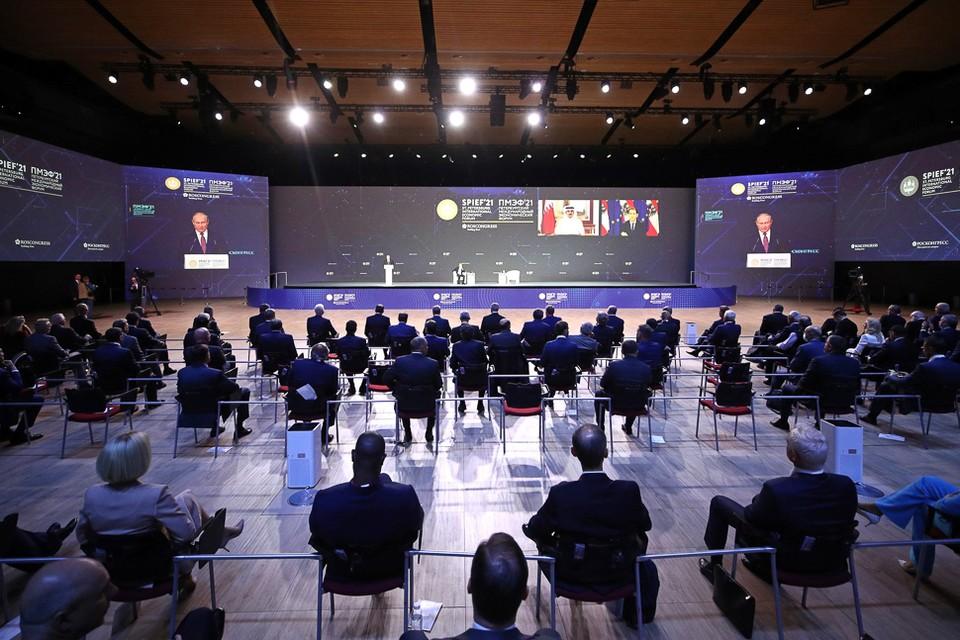 Пленарное заседание форума. Фото: kremlin.ru