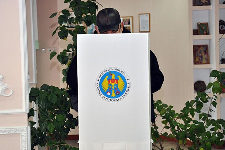 Надо не число избирательных участков за рубежом увеличивать, а возвращать граждан на Родину.