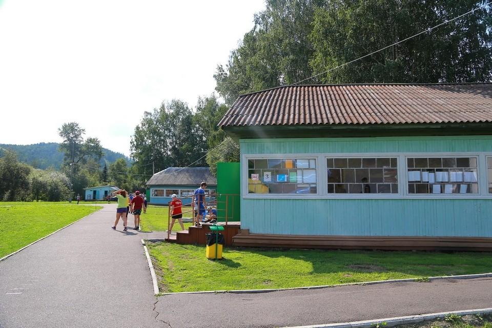 Красноярским родителям запретили навещать детей в лагерях