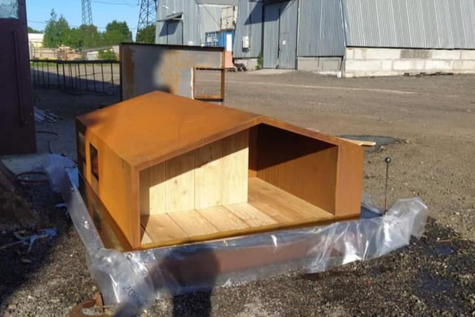 В Петербурге построили домик для уточек на реке Пряжке. Фото: facebook.com/waterfront.tools