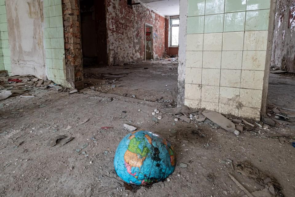 Бетонная плита придавила ребенка во Владивостоке, а попасть в заброшенное здание мог любой желающий.