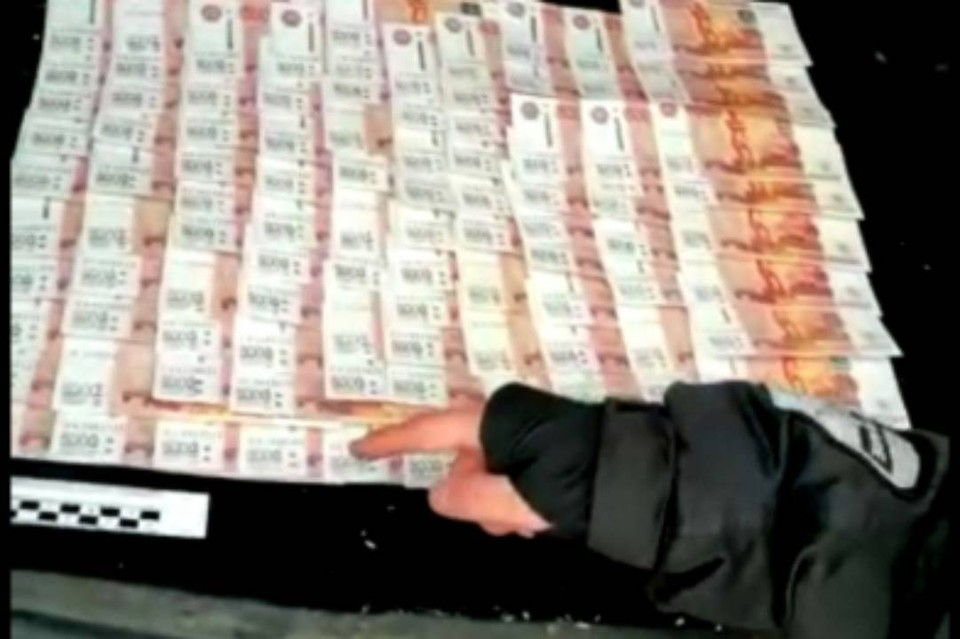 2,2 миллиона штрафа заплатит мужчина за попытку дать взятку транспортному полицейскому в Иркутской области. Фото: пресс-служба Восточно-Сибирского ЛУ МВД России на транспорте
