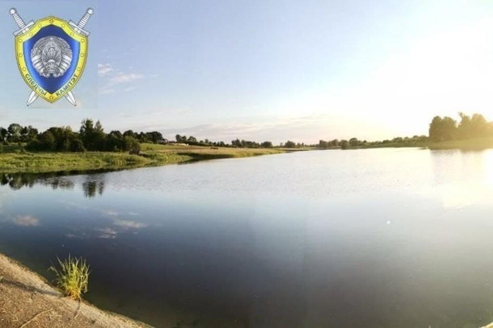 В Крупском районе 14-летняя девочка поскользнулась и упала в озеро. Фото: СК