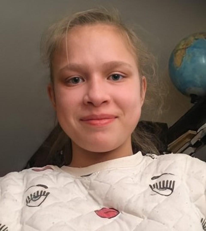 Любую информацию о пропавшей девочке сообщайте по телефонам 112 или 8 800 700-54-52