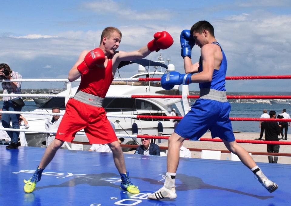 Поединки прошли на открытом воздухе. Фото: boxing-fbc.ru