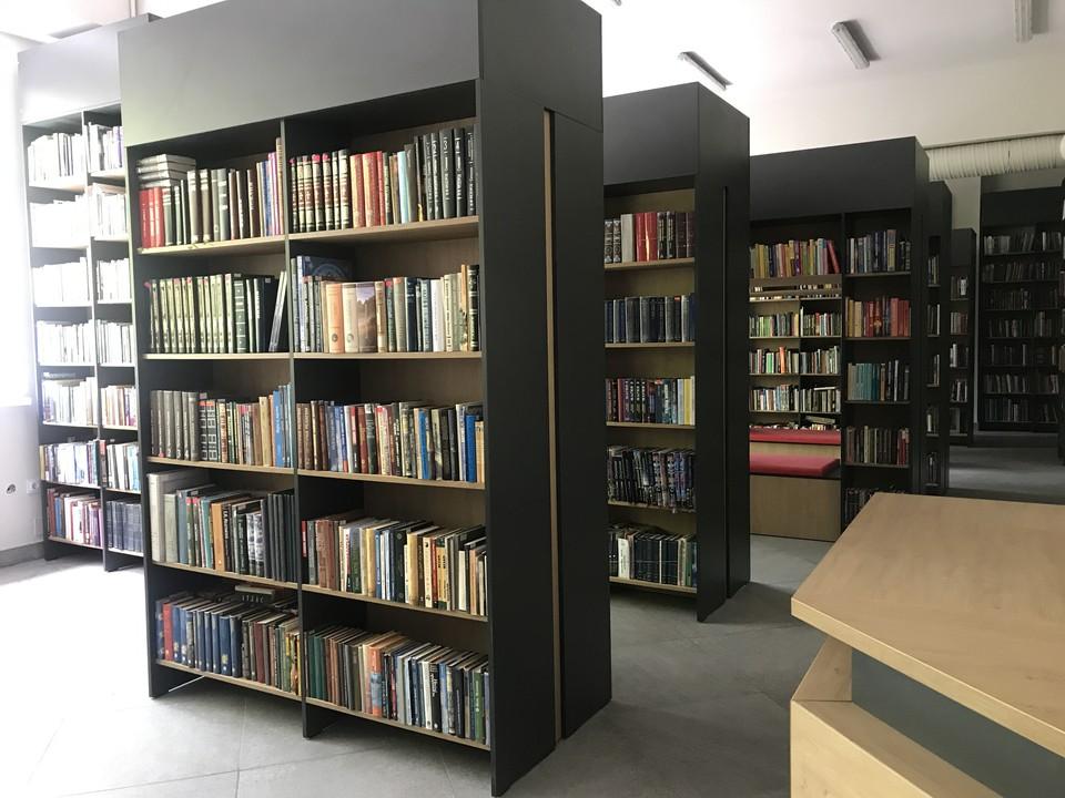 Бумажная литература до сих пор пользуется большим спросом в библиотеке. Фото: Архив Библиотеки им. Ломоносова
