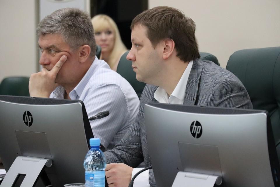 Максим Жоголев (справа)