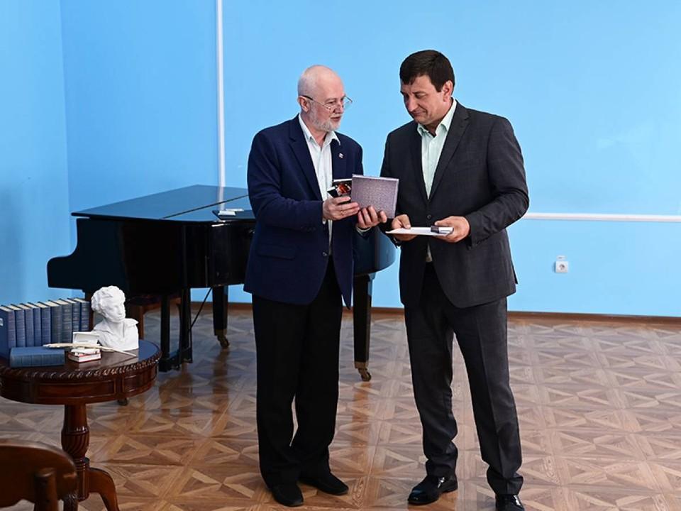 Игоря Ляхова наградили медалью имени писателя и поэта Ивана Бунина. Фото: Андрей Смирнов.