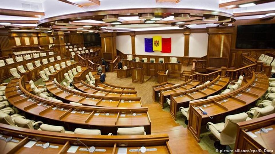 На парламентских выборах ПДС и Блок коммунистов и социалистов наберут равный результат. Фото:соцсети