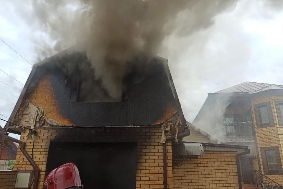 В Брянске на улице Олега Кошевого потушили горящий гараж.