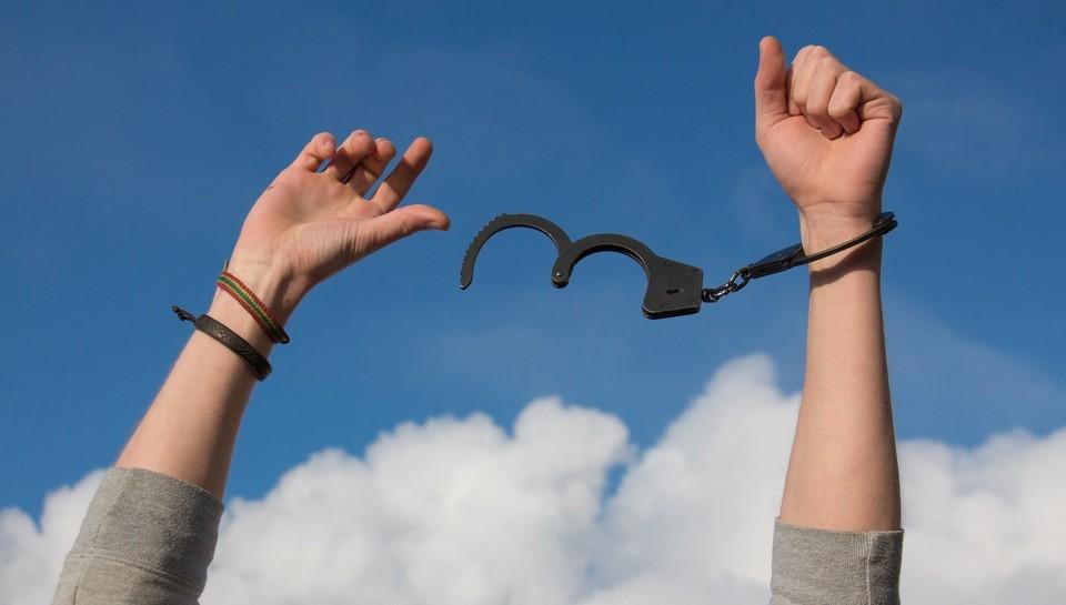 В Нижневартовские задержали парня и девушку с наркотиками Фото: pixabay.com