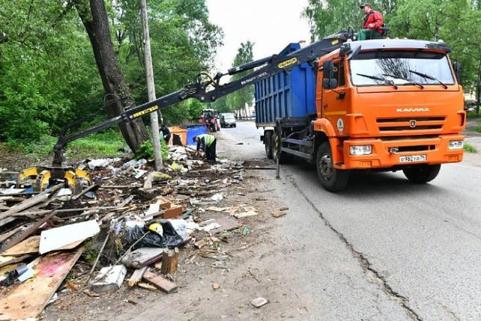 Во Фрунзенском районе Ярославле убрали огромную мусорную свалку