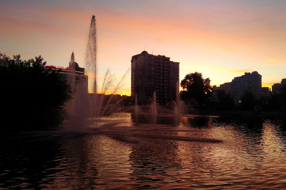 В Липецке специалисты начали чистить фонтаны