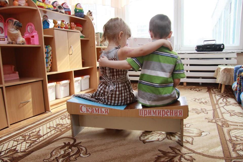 Вместо долгожданного отдыха дети остались дома.