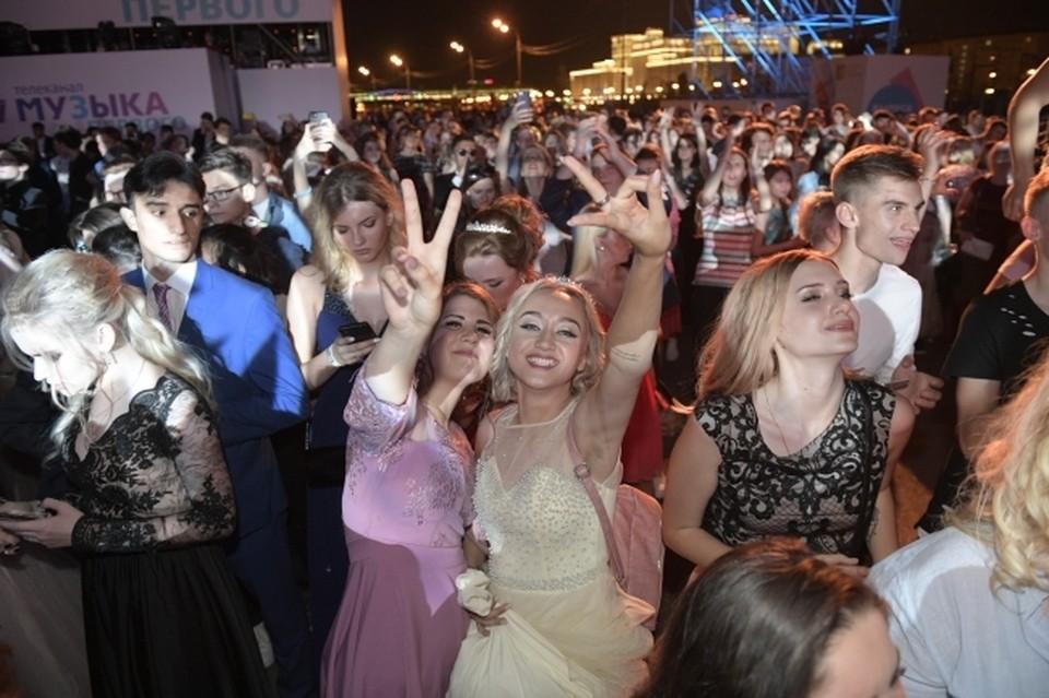 11 и 12 июня в луганский школах состоятся выпускные вечера