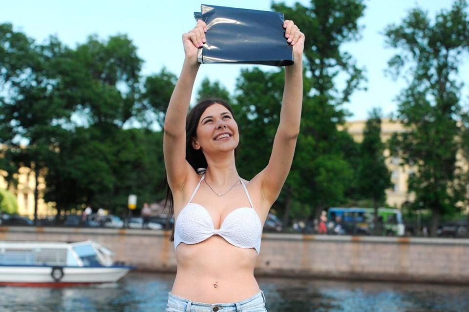 Днем 10 июня в Петербурге можно было увидеть солнечное затмение.