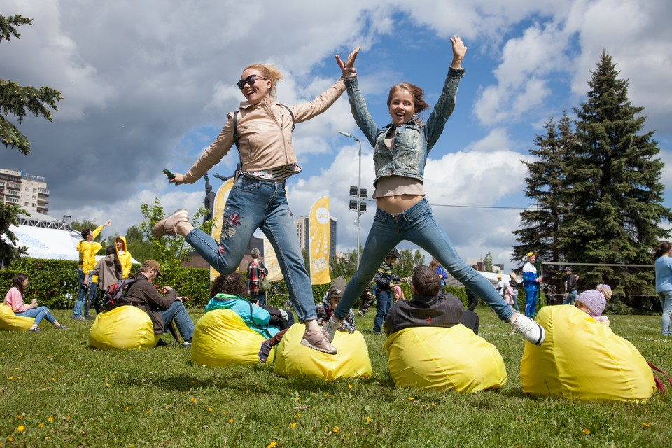 Отвечайте на вопросы ведущих и выигрывайте призы и подарки от «Комсомолки» и ее друзей