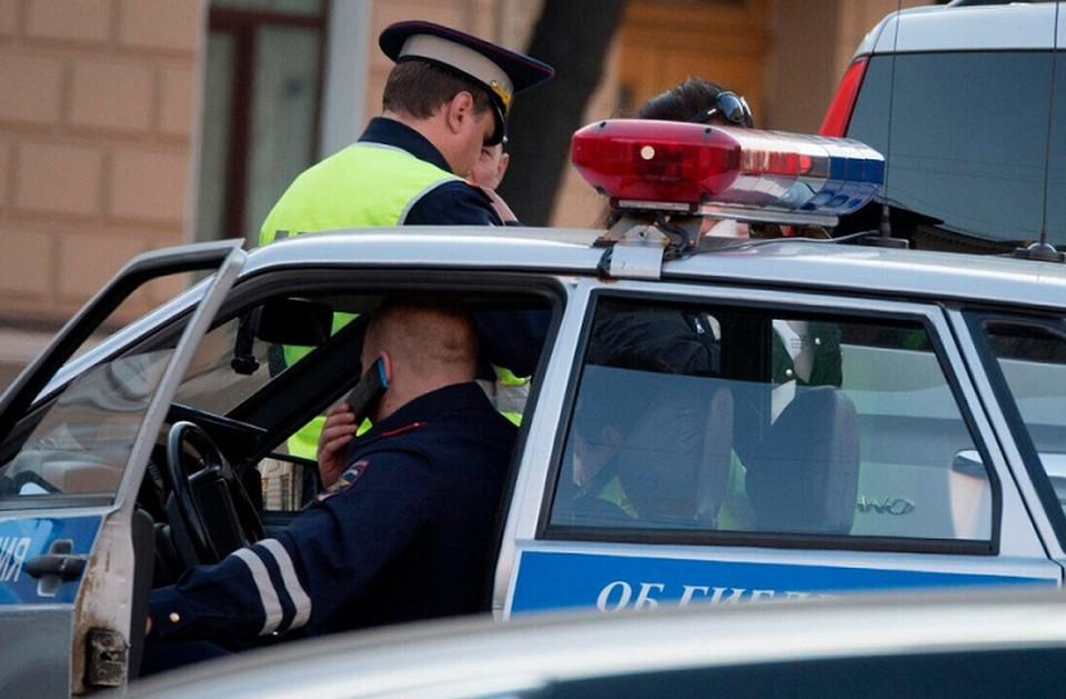 Мальчик 2 лет неожиданно выбежал на проезжую часть из-за припаркованного авто в Зеленых Горках, в результате чего был сбит иномаркой.