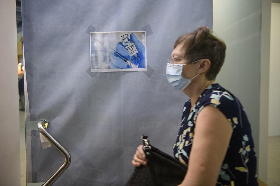 Вакцинация в пункте на вокзале проводится первым и вторым компонентом препарата «Спутник V»