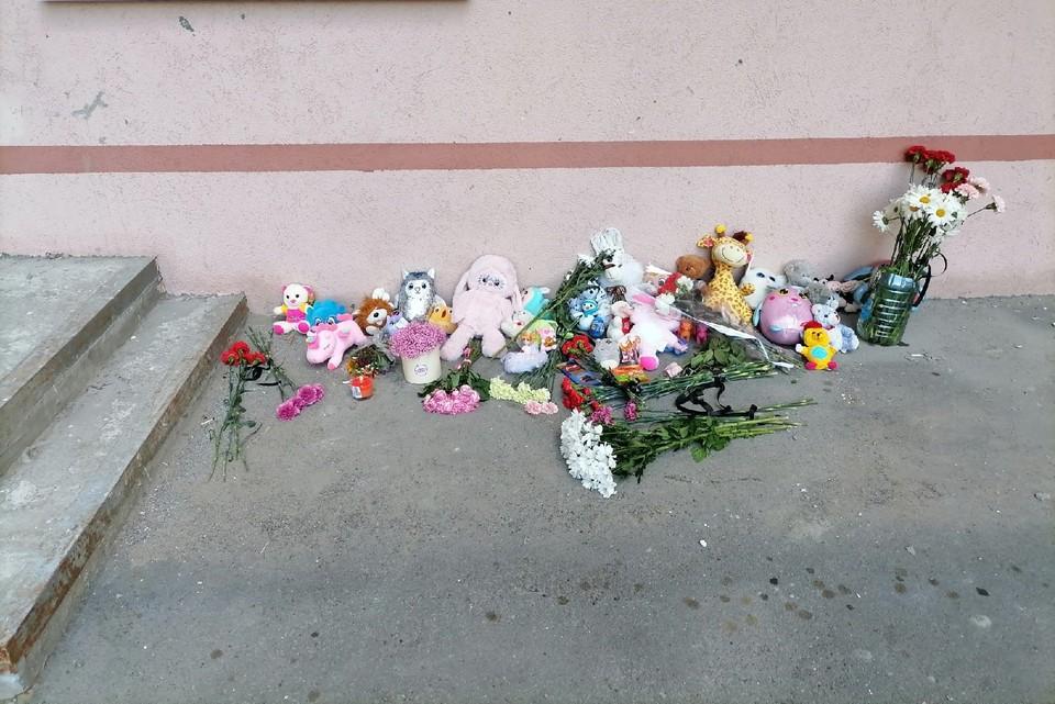 На месте гибели девочки организовали мемориал