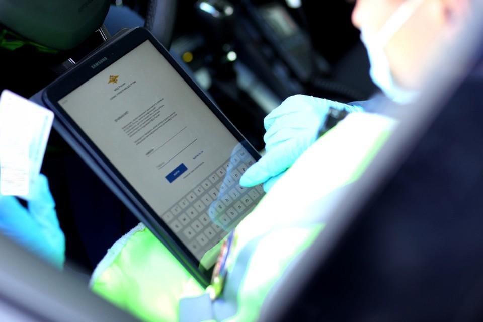 Инспекторы, выявив такое нарушение, изымают документы на машину и госзнаки. Фото: vk.com/gibdd43