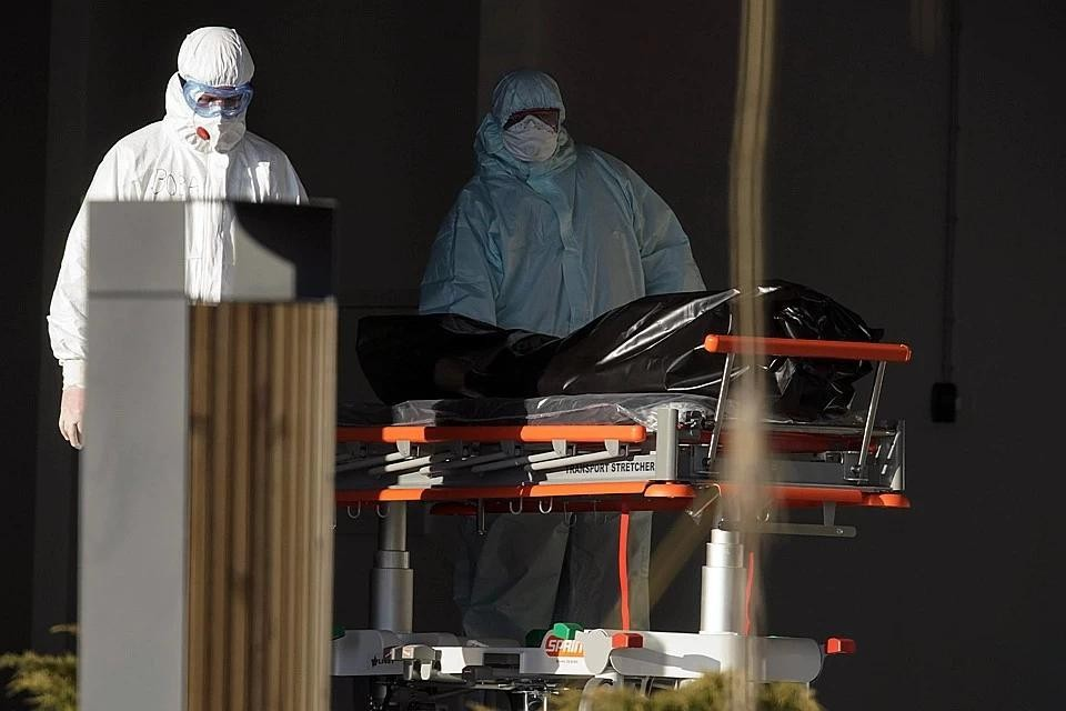 Росстат сообщил, что в России в 2020 году 6,8% умерших скончались от коронавируса