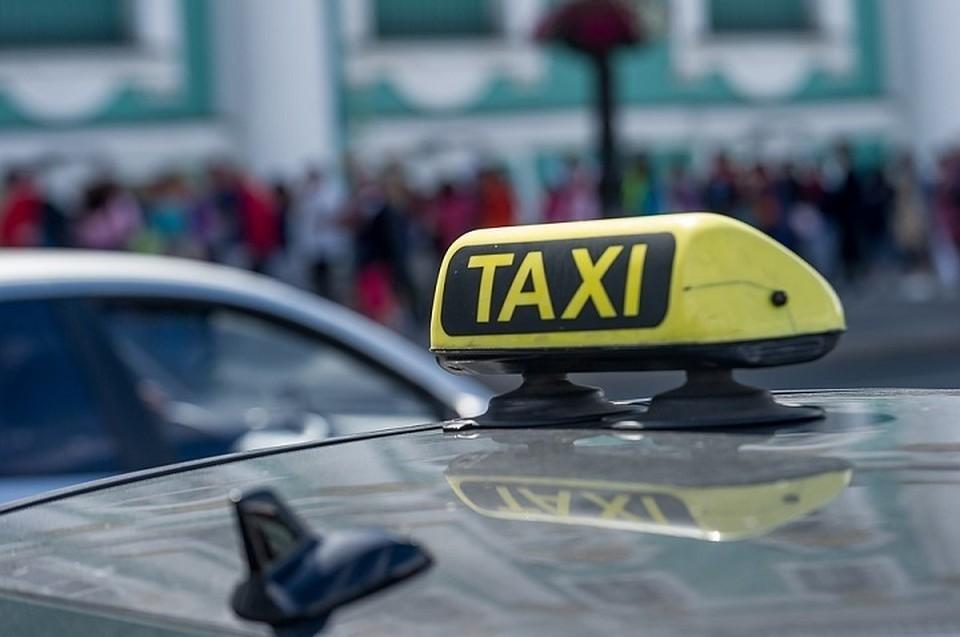 Таксиста сейчас ищет полиция.