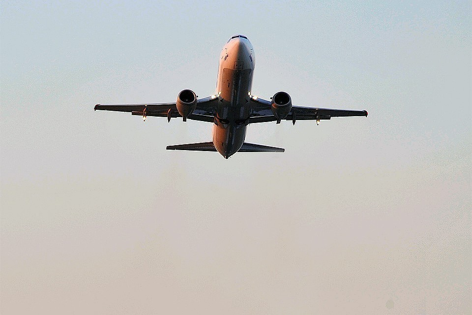 Стойка шасси загорелась при посадке самолета в аэропорту Уфы
