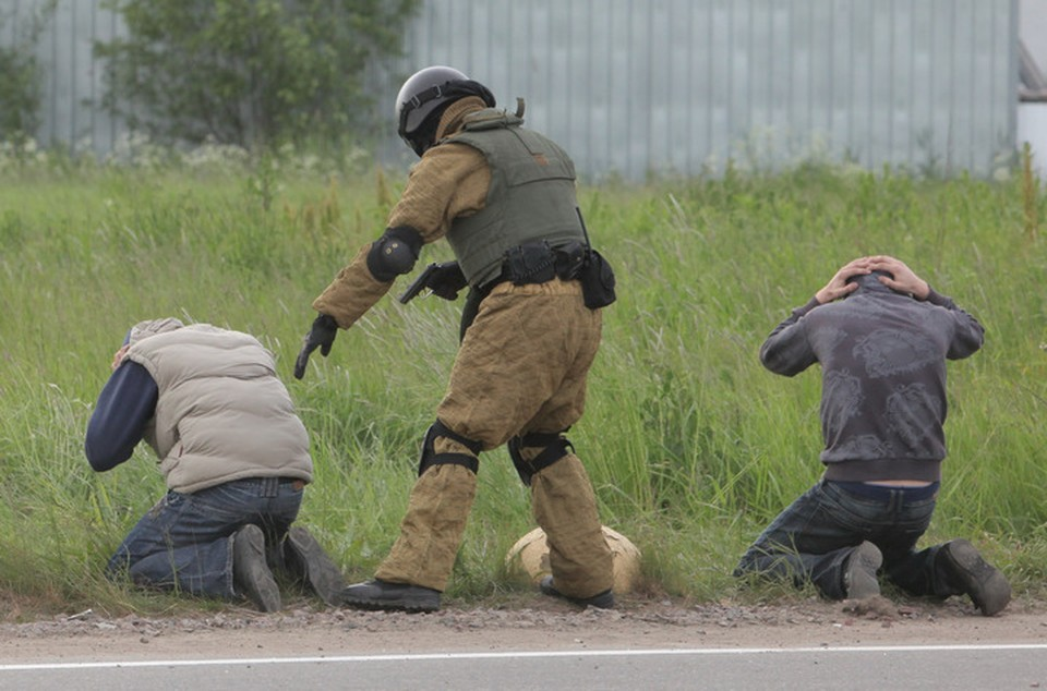 Сотрудники спецслужб задержали троих человек