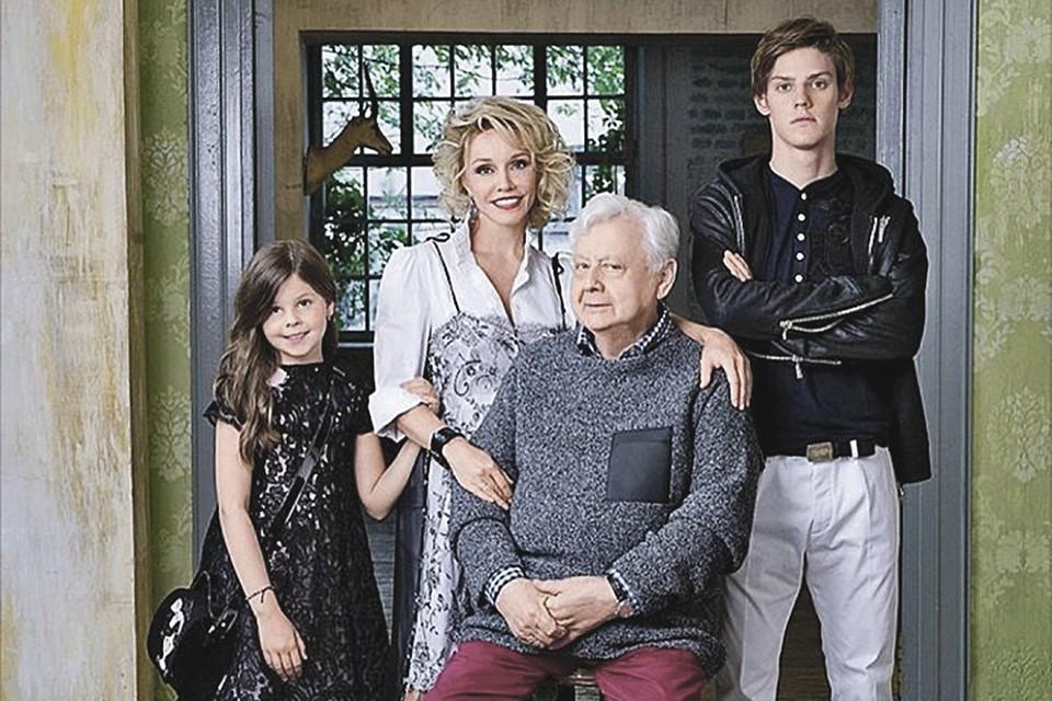 Павел Табаков - сын известной актерской пары - Олега Табакова и Марины Зудиной. В этом браке у супругов также появилась дочь Маша.